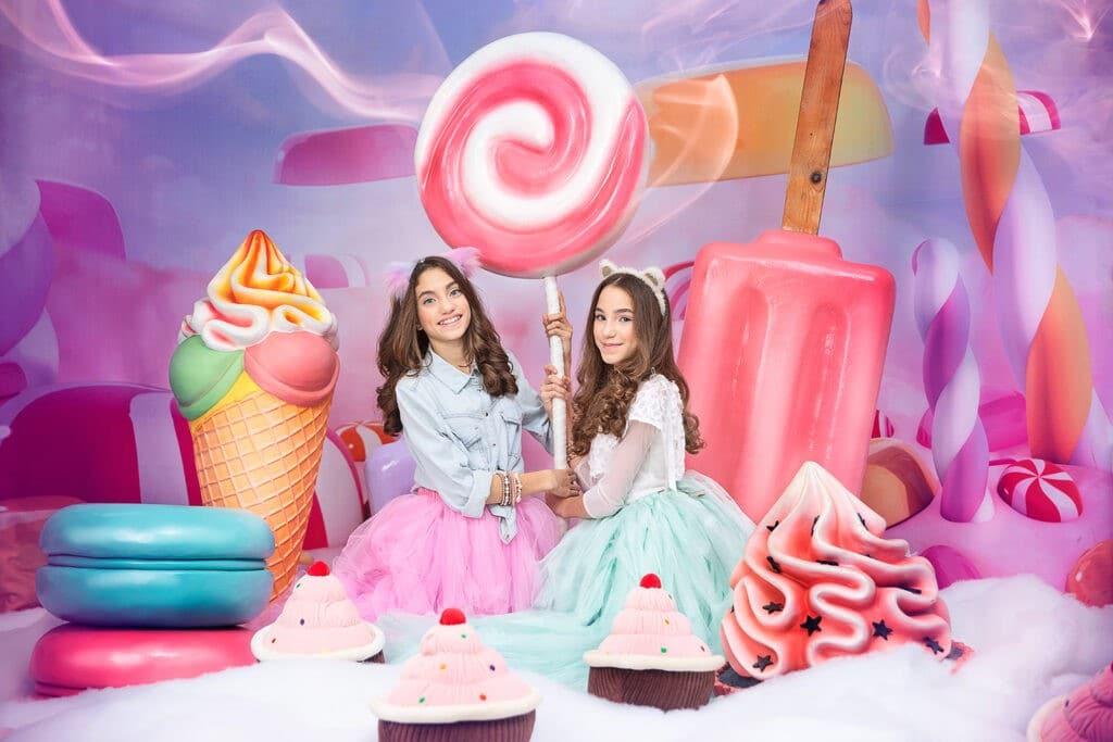 תאומות בבוק בת מצווה תפאורת ממתקים